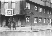 Closing of the Eldorado_Berlin1933.jpg