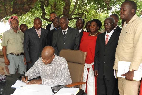 Oeganda_Museveni geeft startsein voor de grote opkuis_0001
