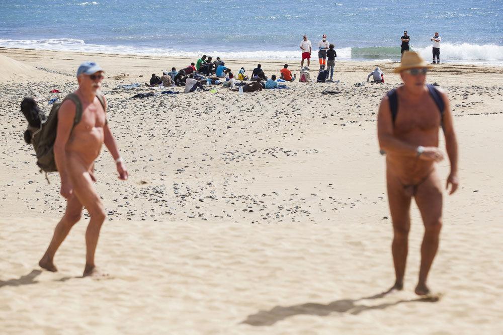 Asielzoekers komen aan op een strand in Gran Canaria_nov2014_